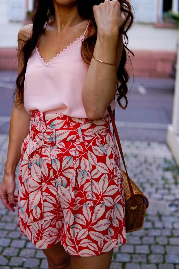 rote-shorts-kombinieren